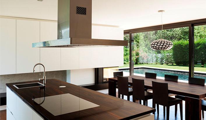 Drewniany blat kuchenny: jak wybrać idealny?